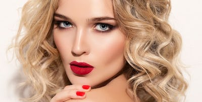 £25 for a Deluxe Hair + Full Face Make Up & Lashes Package