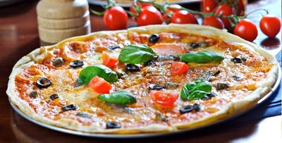 £15 for Any Pizza, Pasta or Risotto Dish + Glass of Prosecco or Wine for 2