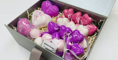 £14 for a 38 Piece Pink & White Heart Bath Bombs Gift Set