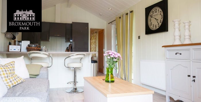 £174 for an Overnight Stay with Hot Tub + Hamper & Prosecco for 2
