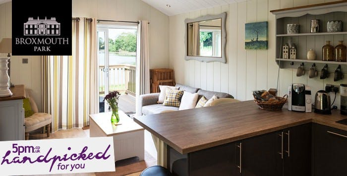 £179 for an Overnight Stay with Hot Tub + Hamper & Prosecco for 2