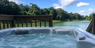 1 or 2 Night Lodge Stay with Hot Tub + Bottle of Prosecco for 2; from £159