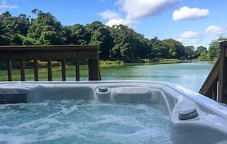 Stay + Hot Tub & Prosecco