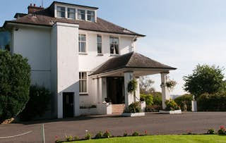 Lodge Stay + Fizz for 2