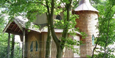 £269 for an Overnight Stay in Treehouse with Dinner + Prosecco for 2