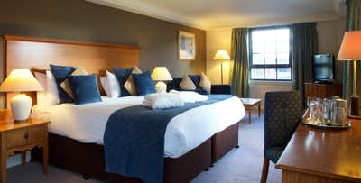 1 or 2 Night Stay with Dinner, Bottle of Wine + Late Check-Out for 2, from £85