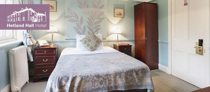 £69 for an Overnight DB&B Break + Fizz for 2