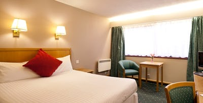 1 or 2 Night Stay with Wine + Option of Dinner for 2, from £65