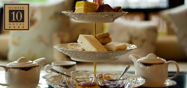 £19 for Afternoon Tea with Fizz or 2 Course Lunch for 2
