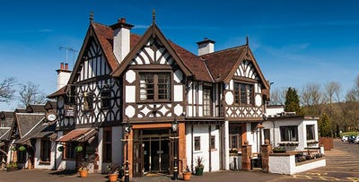 £89 for an Overnight B&B Stay with Dinner, Chocolates in Room & Entry to Leisure Club for 2