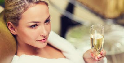 £32 for a Spa Treatment with Cream Tea or Prosecco & Cupcake in Glasgow. £32 for 2 Spa Treatments in Bridge of Allan