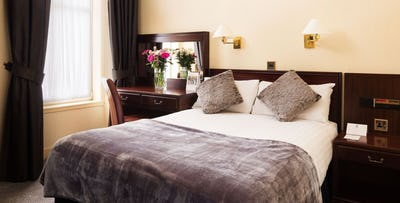 £69 for an Overnight Stay with Dinner + Bottle of Fizz for 2