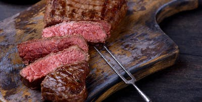 £49 for Chateaubriand Steak with Fries & Sauce + Bottle of Malbec for 2