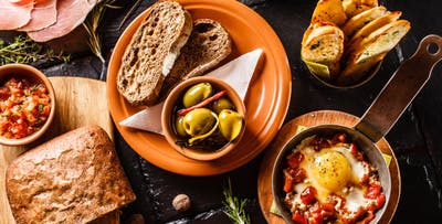 £19 for 4 Sharing Plates with Bread, Oil & Olive Mix + Glass of Wine Each for 2