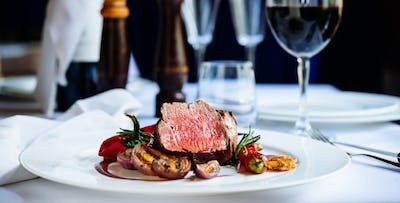 £59 for Chateaubriand Steak + Bottle of Wine for 2
