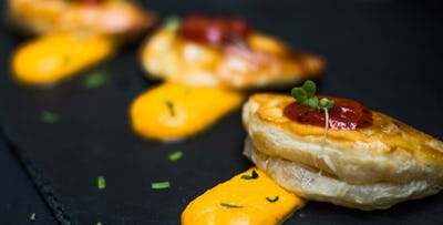 £20 for 4 Tapas + 2 Desserts to Share between 2