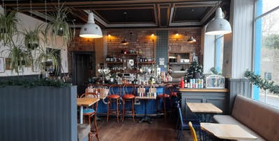 Sit-in or Takeaway Gastro Pub Sharing Meal for 2 to 4 People + Optional Drinks; from £33