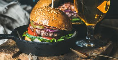 £9 for a Burger + Fries for 2 or £29 for a Sirloin Steak + Wine or Beer for 2