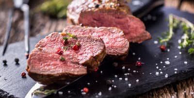 £39 for a Chateaubriand Steak + Glass of Fizz for 2