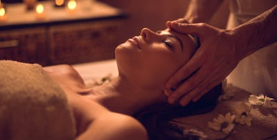 £89 for a 2 Pampering Spa Treatments, Lunch & Prosecco for 2